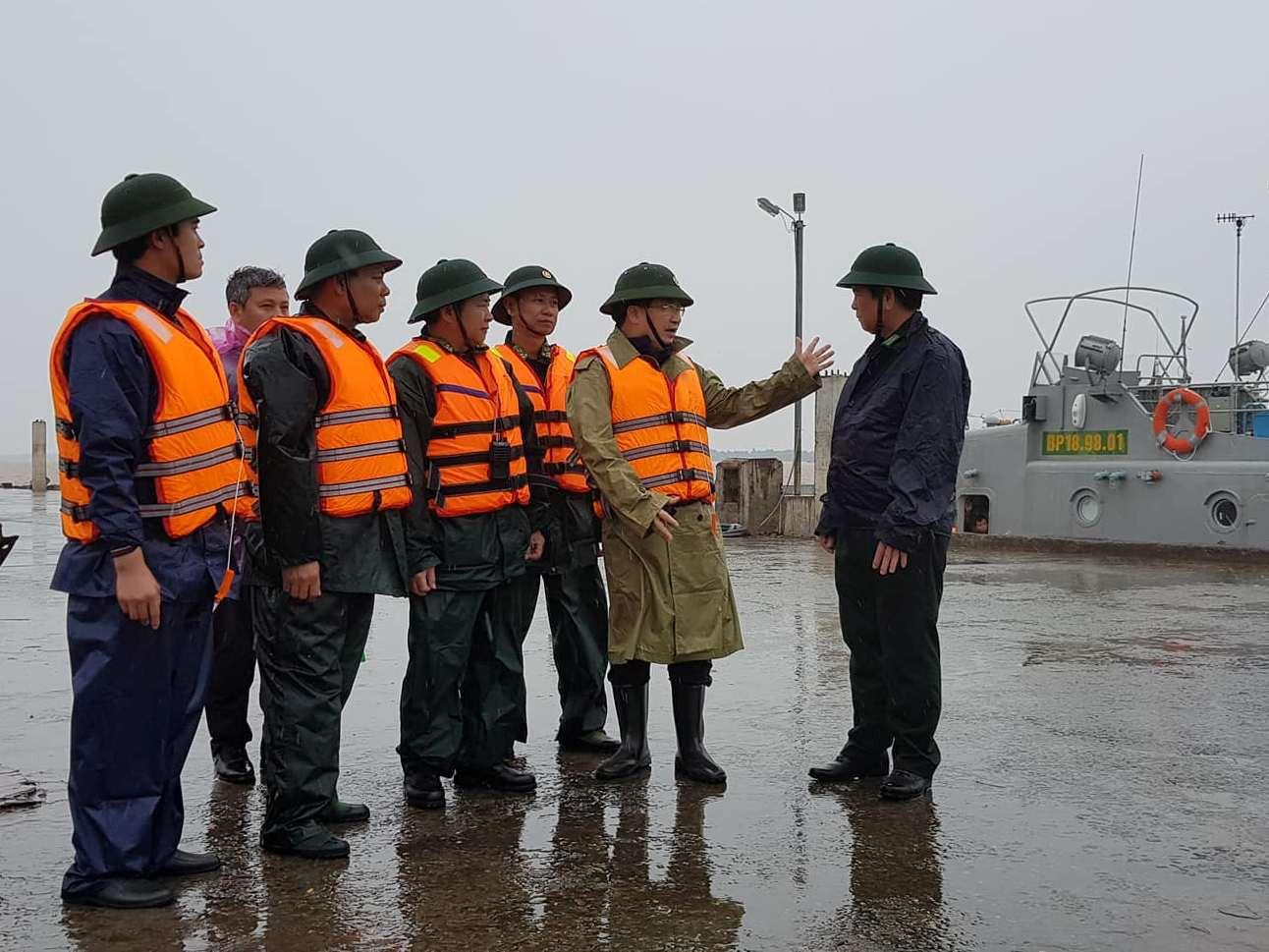Tin nhanh - Đoàn công tác của Chính phủ đến thị sát, đôn đốc ứng phó bão tại Sóc Trăng, Bạc Liêu (Hình 2).