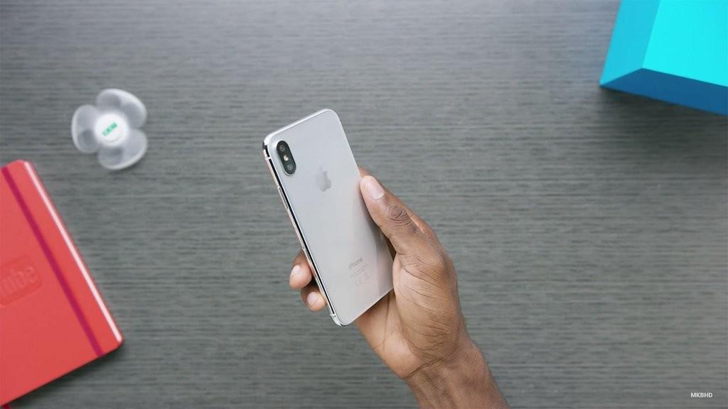 Trên tay nguyên mẫu thực tế của iPhone 8 - Hình 4