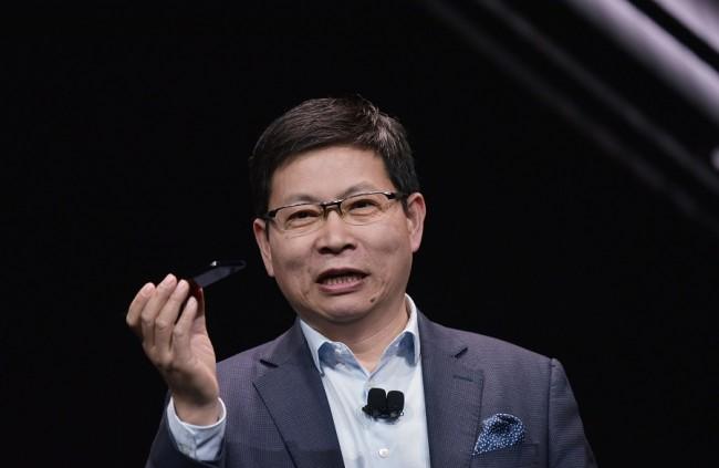 Cuộc sống số - CEO Huawei bất ngờ hành động ngoài dự tính trên sân khấu CES 2018