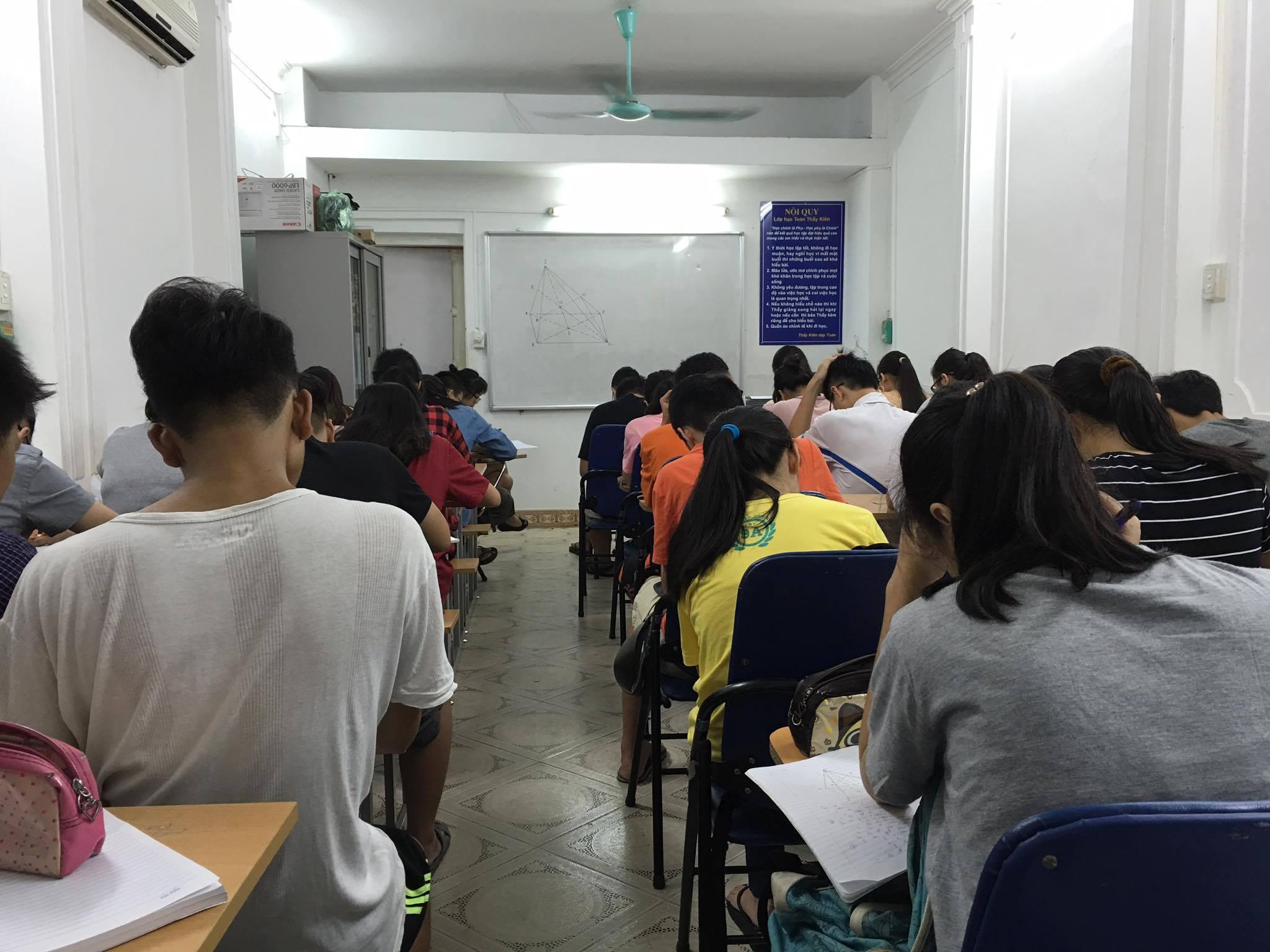 Cộng đồng mạng - Người thầy khơi dậy đam mê những con số cho học sinh nghèo (Hình 2).