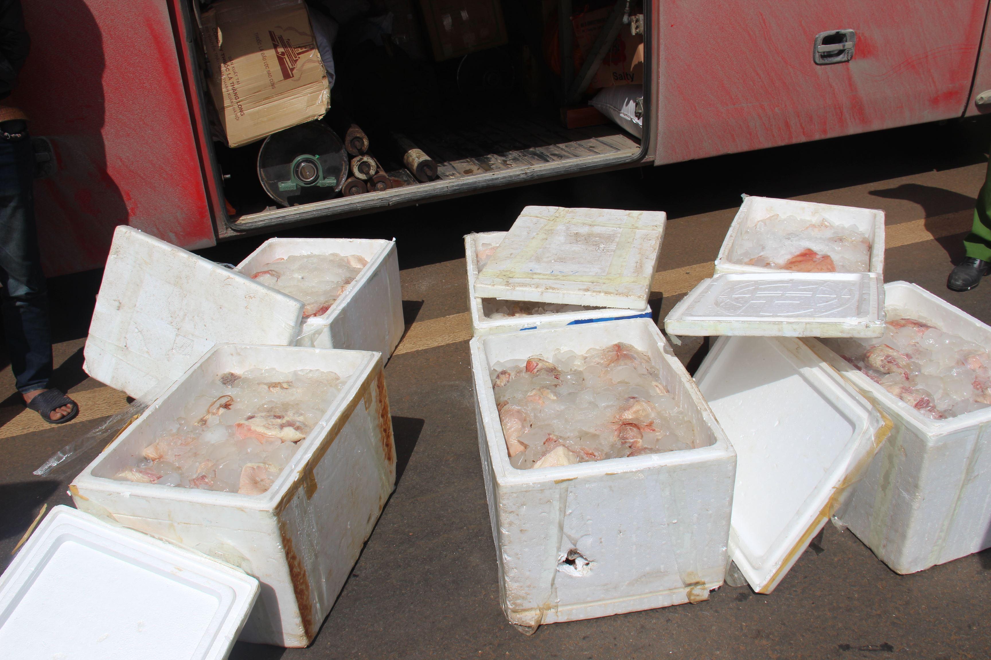 Tin nhanh - Phát hiện xe khách chở thịt thối từ Thái Nguyên vào Đắk Lắk tiêu thụ
