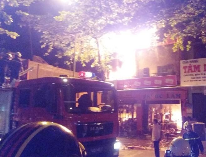 Xã hội - Quảng Trị: Cửa hàng điện máy cháy dữ dội, thiêu rụi nhiều tài sản giá trị (Hình 2).