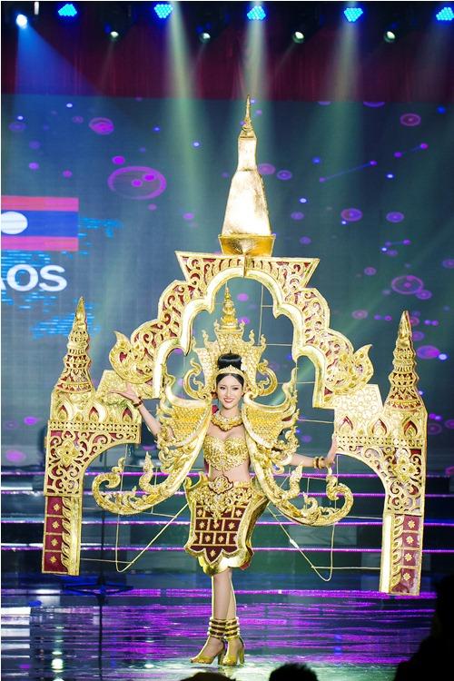Sự kiện - Huyền My cùng các thí sinh HH Hòa bình Thế giới rực rỡ ở phần thi trang phục dân tộc (Hình 6).