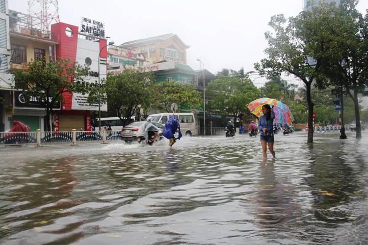 Xã hội - Thừa Thiên - Huế: Mưa lớn kéo dài nguy cơ vượt lũ lịch sử 1999  (Hình 2).