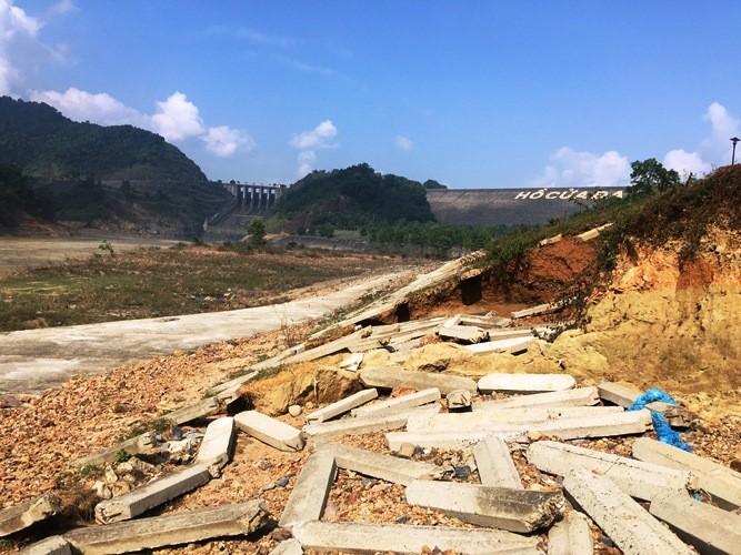 Xã hội - Thanh Hóa: Cận cảnh hồ chứa nước Cửa Đạt đang bị sạt lở nghiêm trọng (Hình 2).