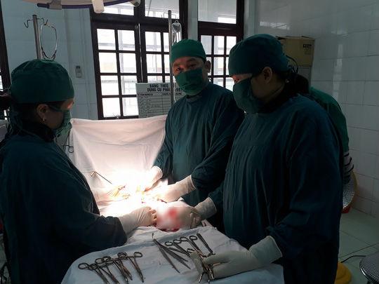 Các bệnh - Hi hữu: Thai phụ bị u nang buồng trứng nặng 2kg