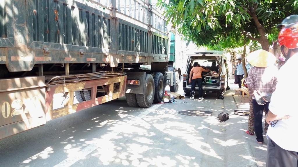 Chính trị - Xã hội - Thai phụ tử vong sau vụ TNGT, chị gái khóc ngất giữa đường