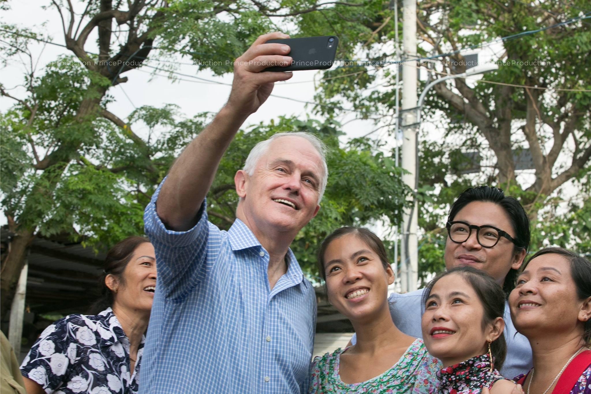 Xã hội - Thủ tướng Úc ăn bánh mì vỉa hè tại Đà Nẵng (Hình 6).