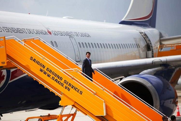 Tiêu điểm - Thủ tướng Canada rạng rỡ khi đáp chuyến bay đến  Đà Nẵng (Hình 2).