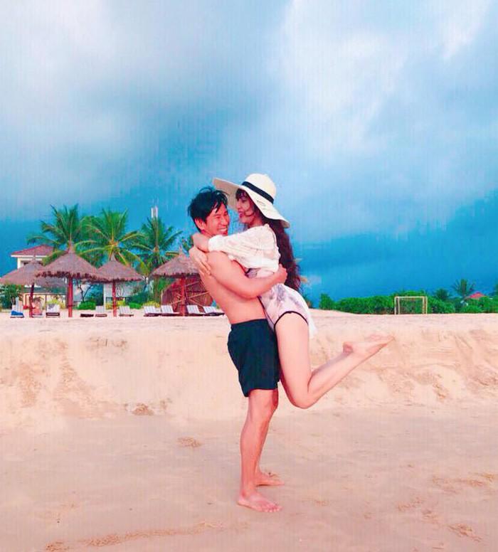 Ngôi sao - Lý Hải cởi trần bên vợ diện bikini mừng kỷ niệm ngày cưới