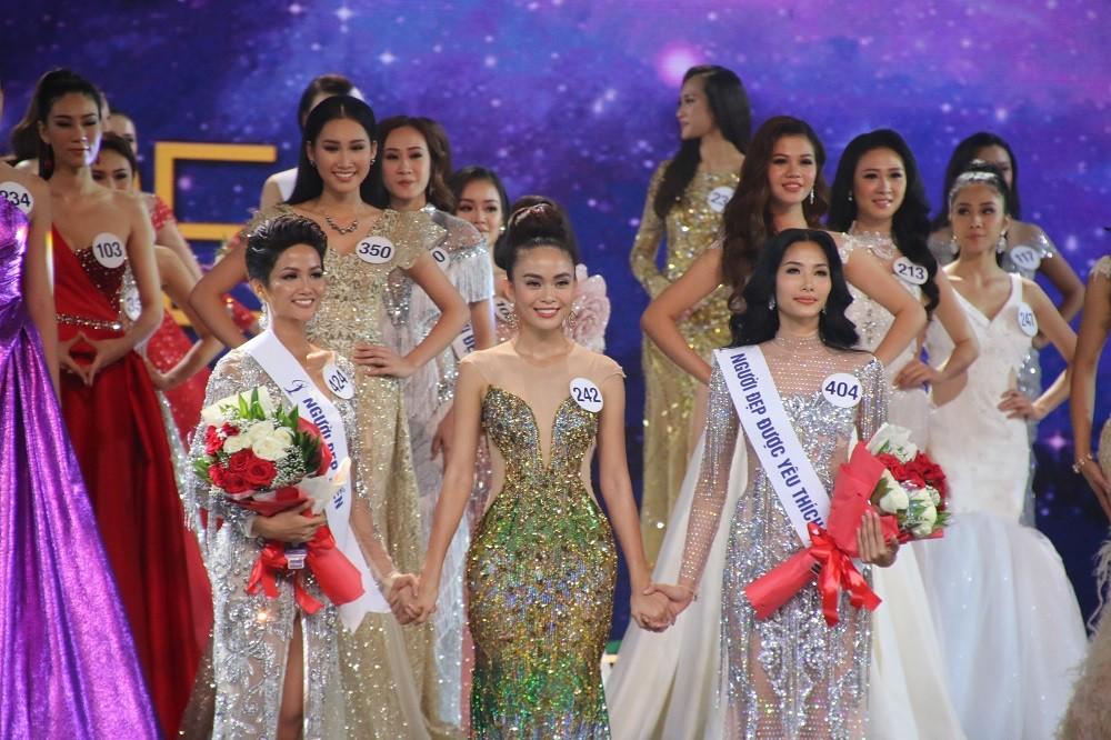 Nhìn lại đêm tỏa sáng của Hoa hậu H'Hen Niê - Hình 9