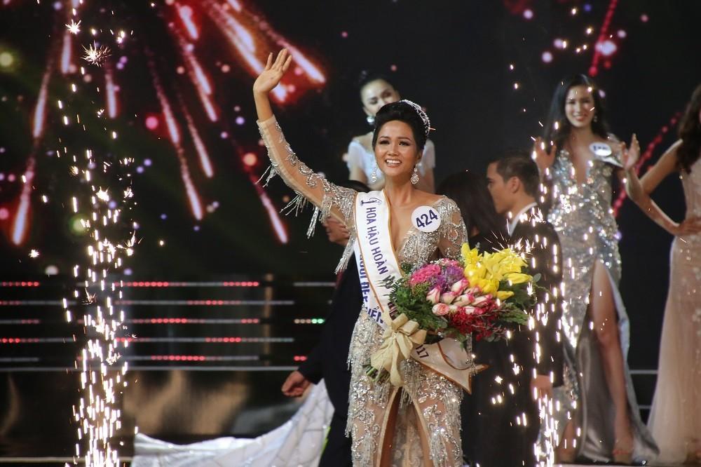Nhìn lại đêm tỏa sáng của Hoa hậu H'Hen Niê - Hình 14