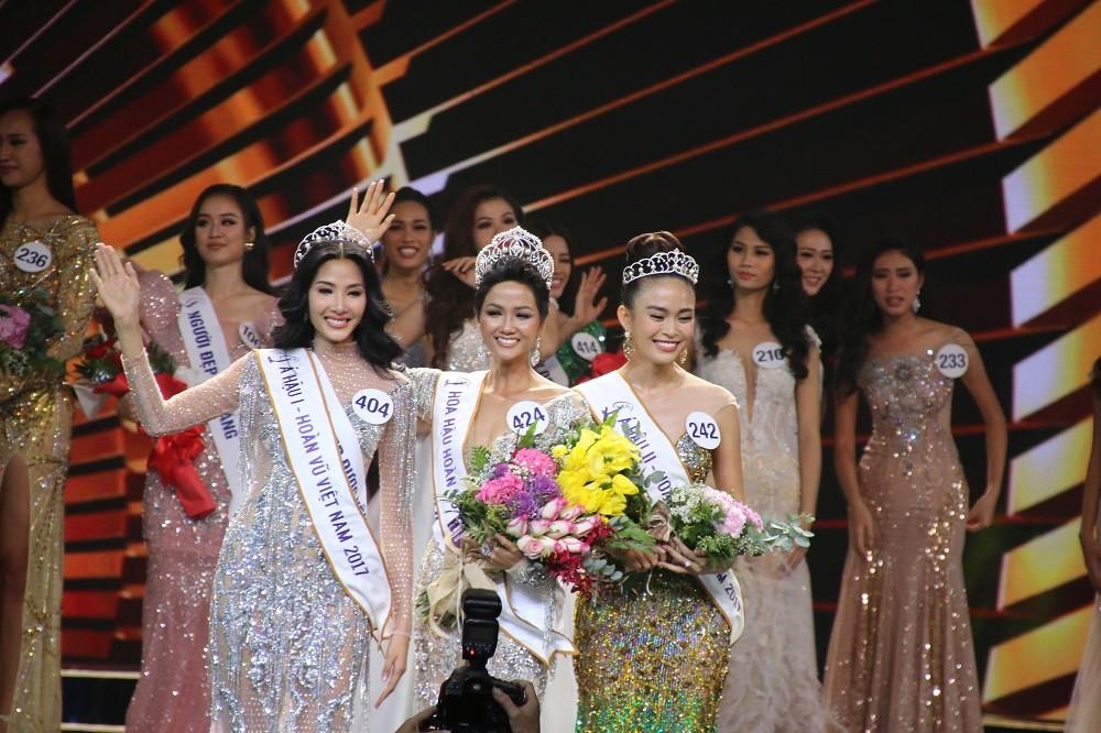 Nhìn lại đêm tỏa sáng của Hoa hậu H'Hen Niê - Hình 15
