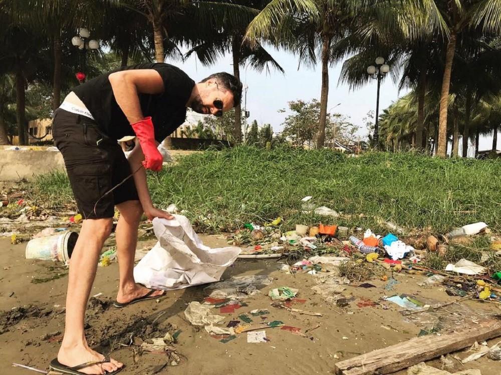 Độc đáo tour du lịch vớt rác khiến du khách nước ngoài thích thú - Hình 5