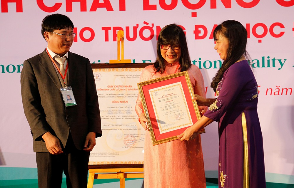 Giáo dục - Bộ GD&ĐT tặng bằng khen cho trường đại học Đông Á