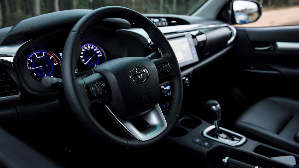 Thị trường xe - 'Lính chiến' Toyota Hilux ra bản 50 năm cực chất (Hình 2).