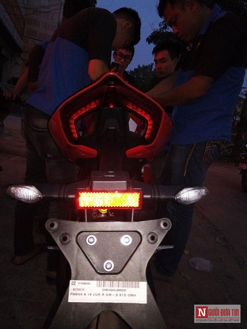 Thú chơi xe - Cận cảnh 'hung thần' Ducati Panigale V4 S đầu tiên tại Việt Nam (Hình 8).