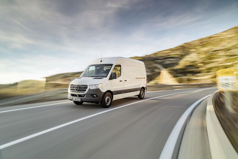 Thị trường xe - Mercedes Sprinter thế hệ mới lộ diện thách thức Ford Transit (Hình 5).