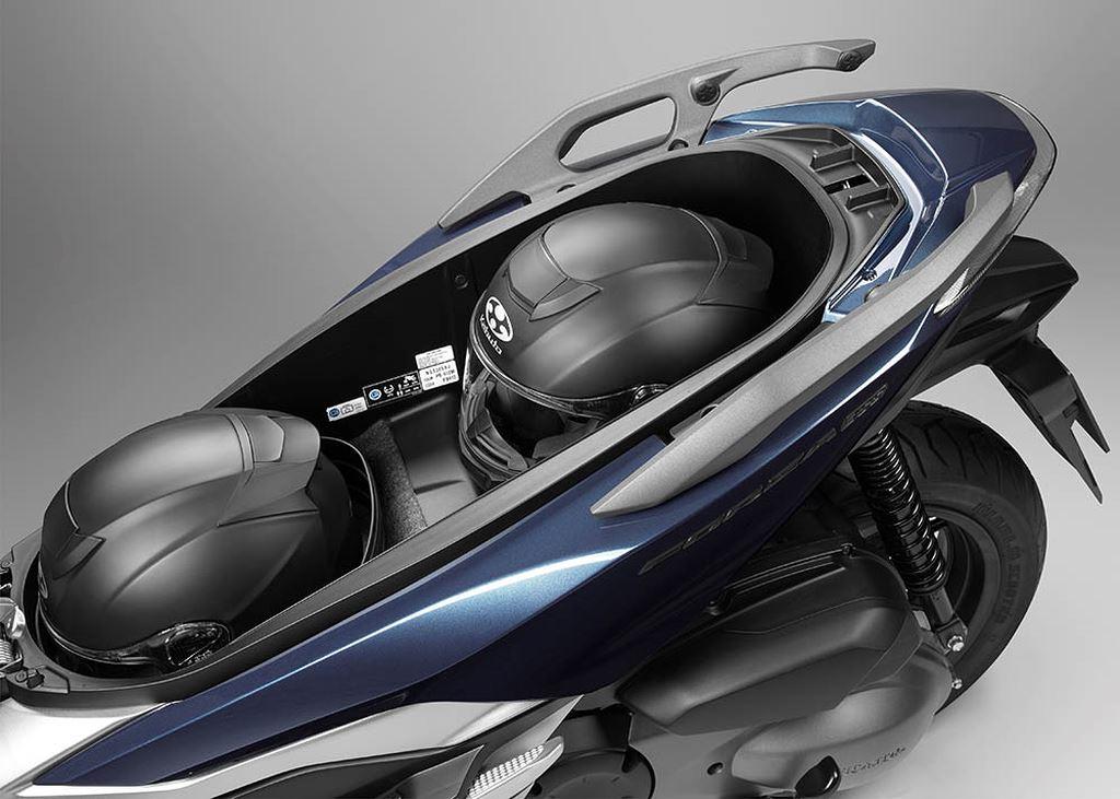Thị trường xe - 'Phi thuyền' Honda Forza 300 2018 lộ diện đấu Yamaha X-Max 300 (Hình 3).