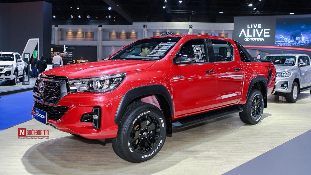 Thị trường xe - Toyota Hilux ra bản mới Revo Rocco 'đấu' Ford Ranger Wildtrak