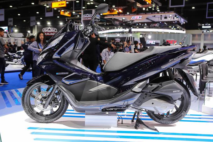 Thị trường xe - Honda PCX Hybrid - Xe máy chạy xăng lai điện đầu tiên trên thế giới (Hình 3).
