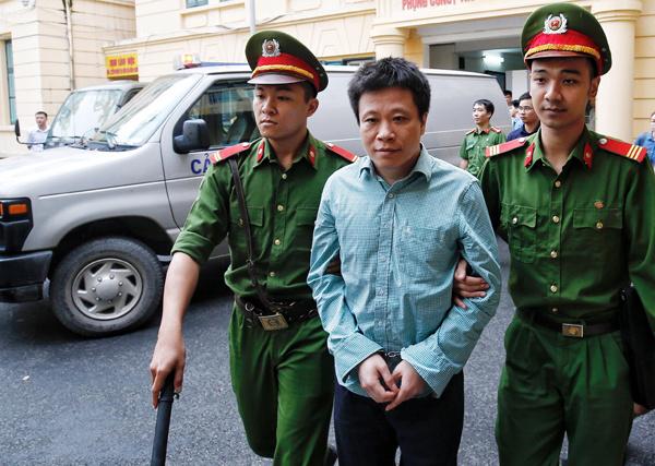 Tài chính - Ngân hàng - Hà Văn Thắm từ đỉnh cao danh vọng tới 'vực thẳm' tù tội