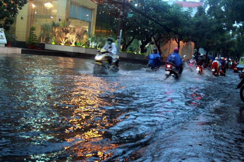 Chính trị - Xã hội - Thời tiết ngày 5/10: Hà Nội, TP.HCM mưa dông