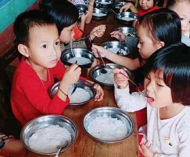 Xã hội - Trẻ mầm non ăn bún luộc chan nước vẫn đủ chất: Chuyên gia dinh dưỡng bất ngờ