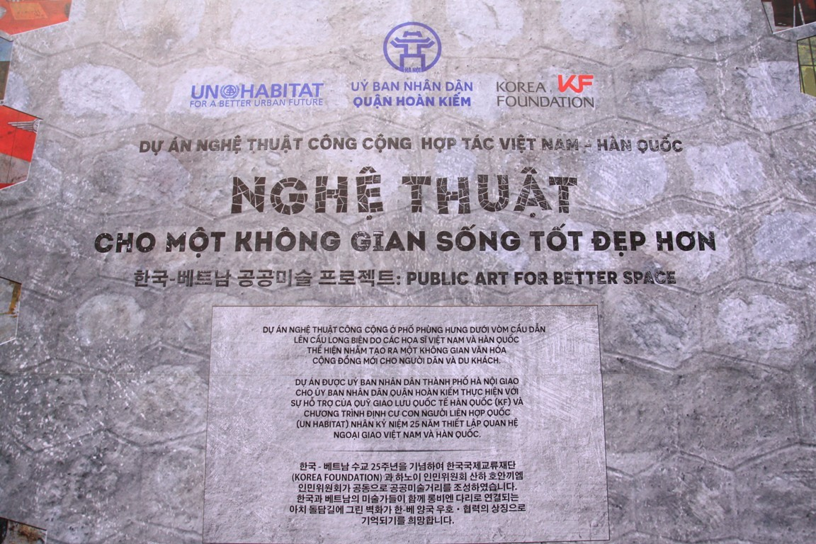 18 bức họa trên phố Phùng Hưng khiến người Hà Nội nức lòng - Hình 13