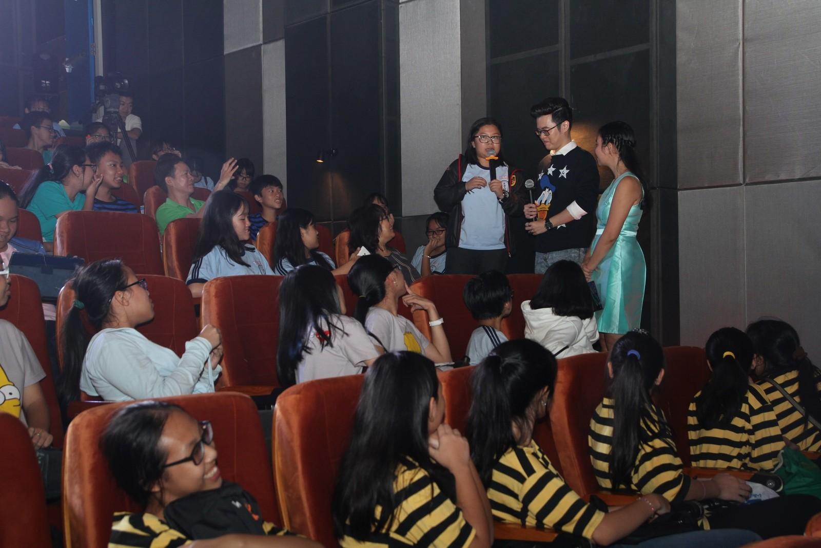 Hàng trăm học sinh say sưa giao lưu với nhà văn Anh Khang - Hình 2