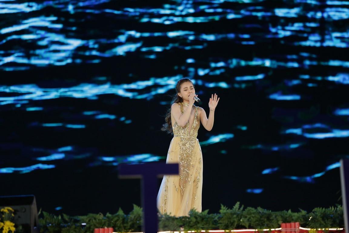 Duyên dáng Việt Nam lần thứ 29: Danh ca Tuấn Ngọc và em gái tự hào hát trên quê hương Đà Lạt - Hình 5