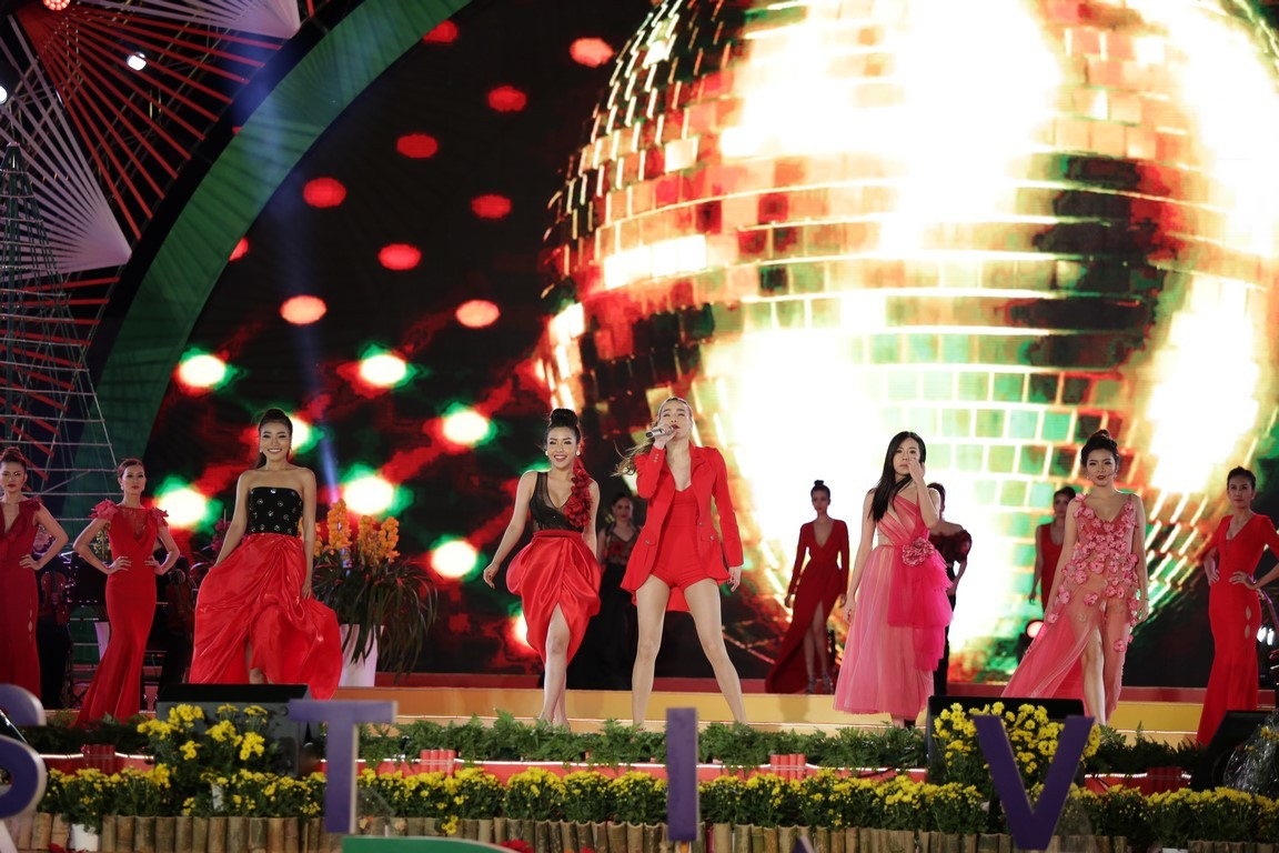 Duyên dáng Việt Nam lần thứ 29: Danh ca Tuấn Ngọc và em gái tự hào hát trên quê hương Đà Lạt - Hình 8