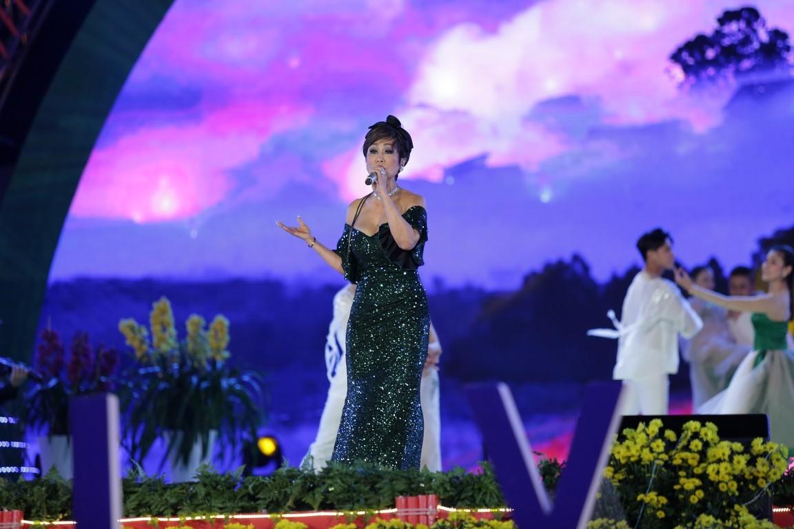 Duyên dáng Việt Nam lần thứ 29: Danh ca Tuấn Ngọc và em gái tự hào hát trên quê hương Đà Lạt - Hình 12