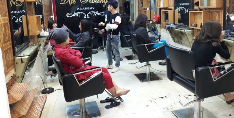 Xã hội - 30 Tết, dịch vụ sấy tóc 'hốt bạc', khách chờ 3 tiếng mới đến lượt