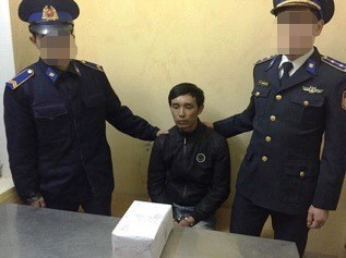 An ninh - Hình sự - Bắt người đàn ông ôm 2kg ma túy đá trước cổng bệnh viện
