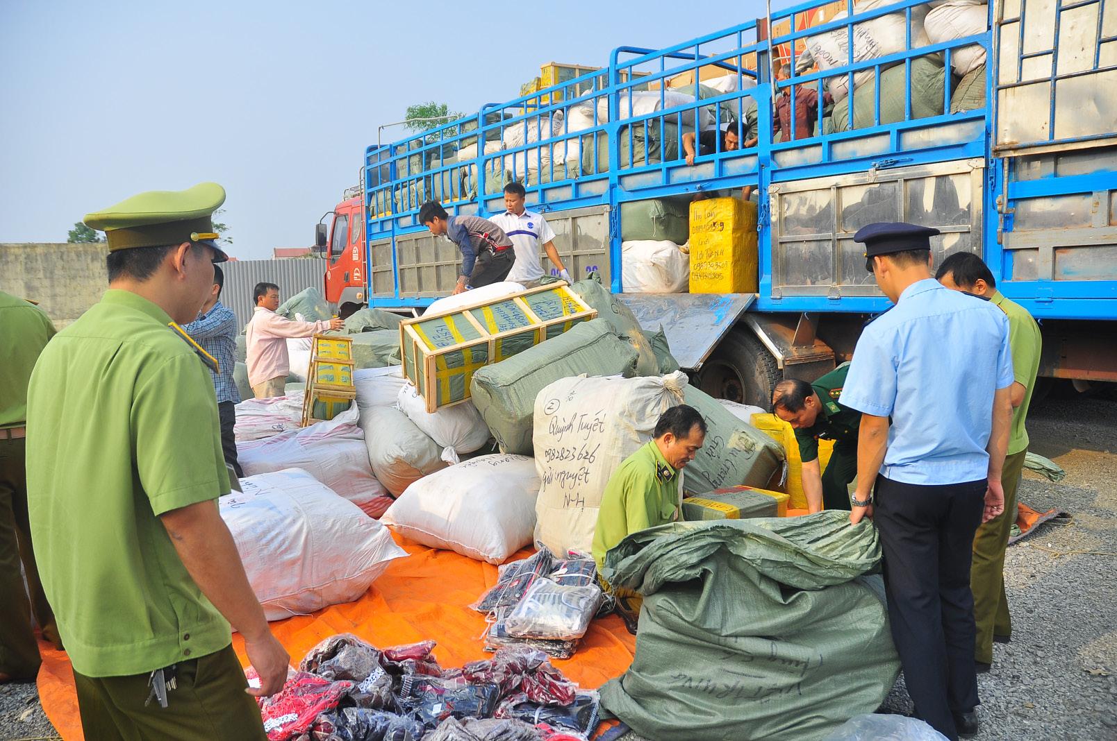 Tiêu dùng & Dư luận - Đến hết tháng 10, cục Hải quan TP.HCM khởi tố 18 vụ buôn lậu