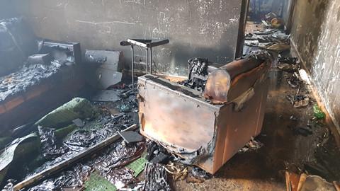 Tin nhanh - Hỏa hoạn ngày 27 Tết, chủ nhà bới tro tìm tài sản trong 2 căn nhà cháy