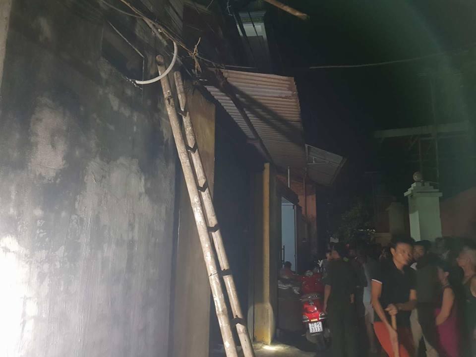 Xã hội - Hà Nội: Ra đóng cửa sắt, 1 phụ nữ bị điện giật tử vong