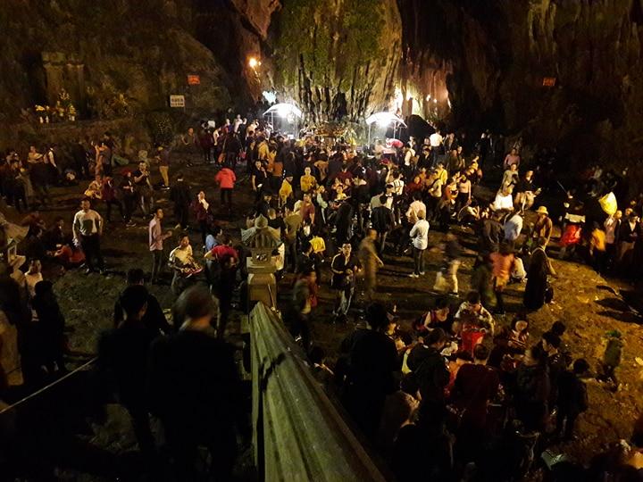 Xã hội - Chùa Hương không còn lễ phát lộc, người vẫn đông như mắc cửi (Hình 5).