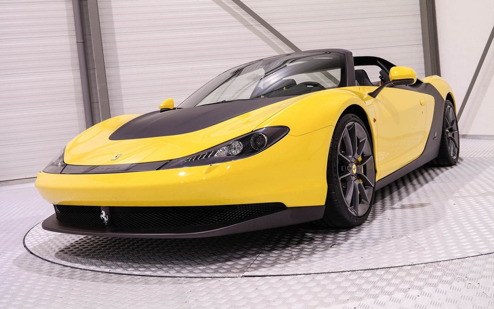Xe++ - Ai sẽ bỏ ra 138 tỷ để tậu siêu xe Ferrari cực độc này? (Hình 2).