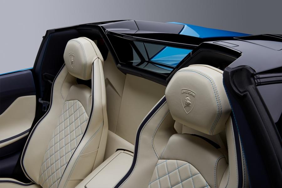 """Xe++ - """"Bò tót"""" mui trần Lamborghini Aventador S Roadster có giá từ 8,5 tỷ đồng (Hình 7)."""