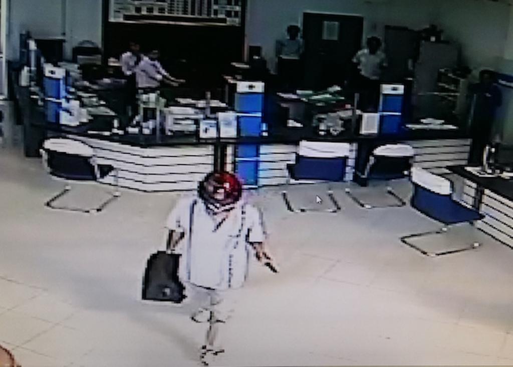 Pháp luật - Nghi phạm vụ cướp ngân hàng ở Vĩnh Long tự sát, có khởi tố vụ án?
