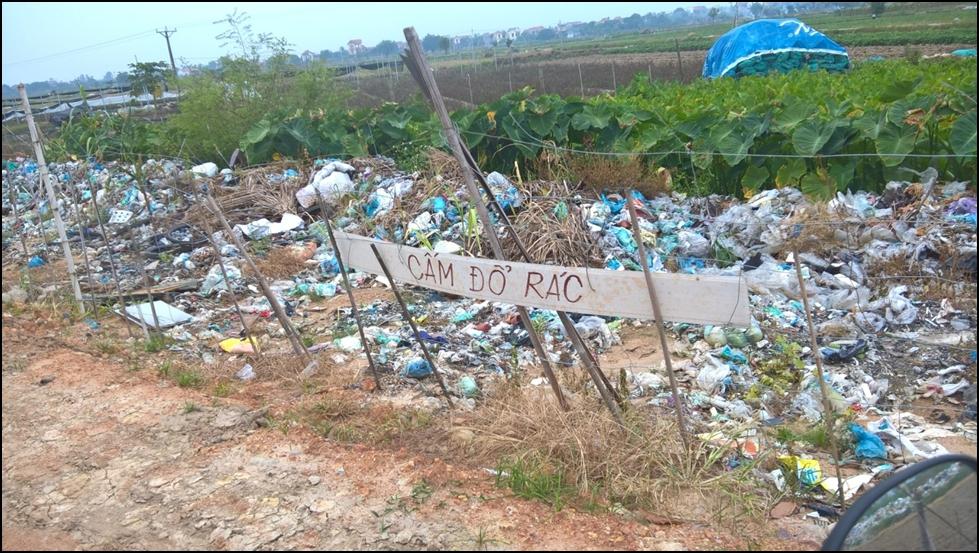 Điểm nóng - Tái diễn tình trạng vứt rác thải bừa bãi ven đường Quốc lộ 5 (Hình 4).