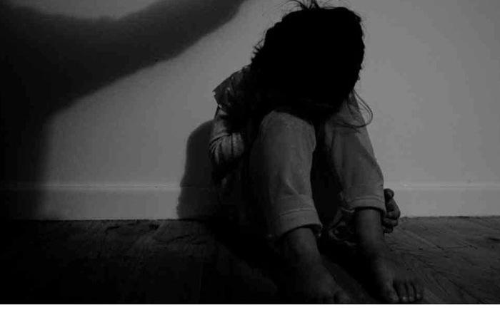An ninh - Hình sự - Khởi tố gã cha dượng xâm hại con riêng của vợ