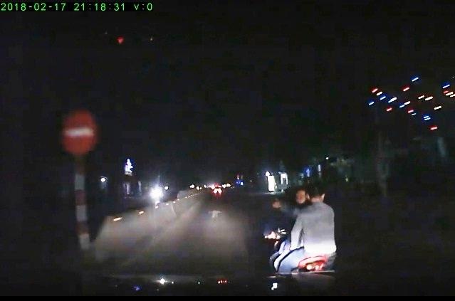 """An ninh - Hình sự - Điều tra nhóm thanh niên """"truy sát"""" chặn đầu, đập phá ô tô trên QL1A (Hình 2)."""