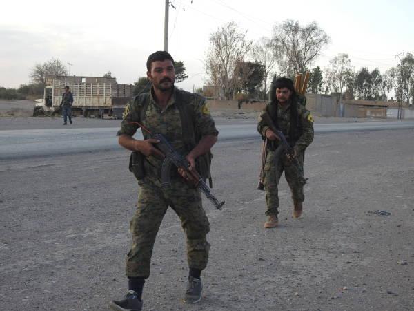 """Quân sự - SDF dẹp xong """"ổ IS"""" cuối cùng ở bờ Đông sông Euphrates"""