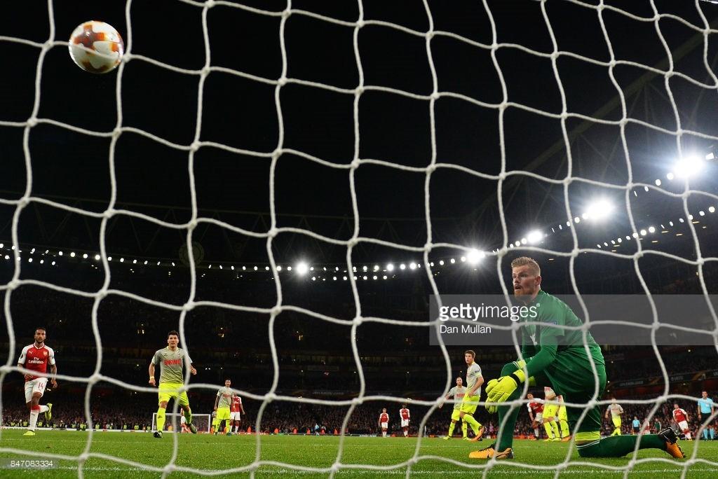 """Chùm ảnh: Emirates suýt """"vỡ trận"""" trong ngày Arsenal nhọc nhằn vượt qua Cologne - Hình 16"""