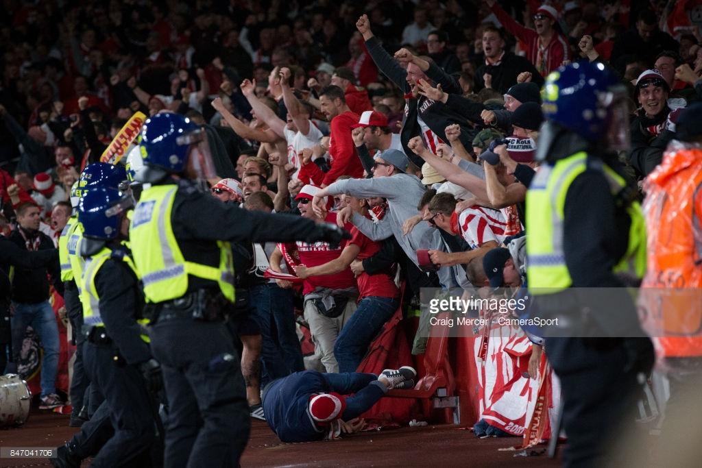 """Chùm ảnh: Emirates suýt """"vỡ trận"""" trong ngày Arsenal nhọc nhằn vượt qua Cologne - Hình 17"""
