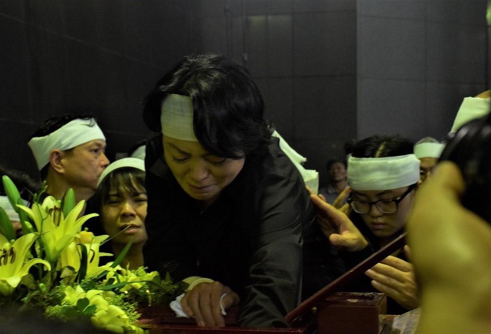Nghẹn ngào xúc động lễ tang nhà giáo Văn Như Cương - Hình 13