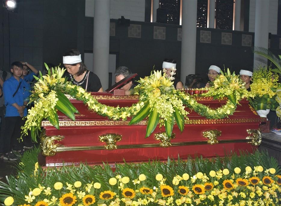 Nghẹn ngào xúc động lễ tang nhà giáo Văn Như Cương - Hình 5